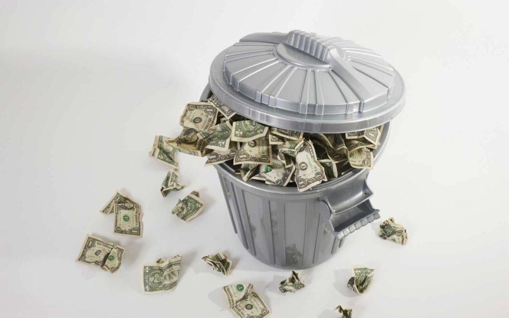 buttare soldi